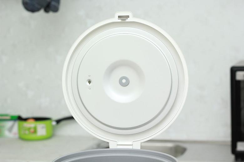 Nồi cơm nắp gài Sharp KS-N182ETV - Nắp vòm bằng inox dễ vệ sinh