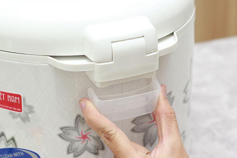 Nồi cơm nắp gài Sharp KS-N182ETV - Khay hứng nước thừa dễ tháo lắp vệ sinh